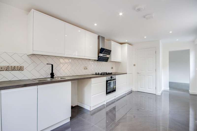 3 Bedrooms Property for sale in Russell Road, Palmers Green, London, N13
