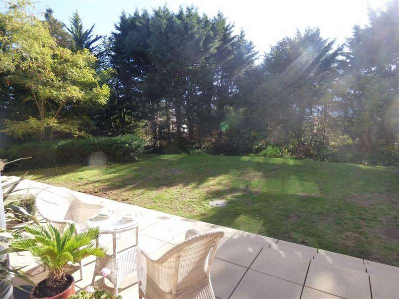 2 Bedrooms Flat for sale in Maderia Road, Town Centre, Bournemouth, Dorset, BH1