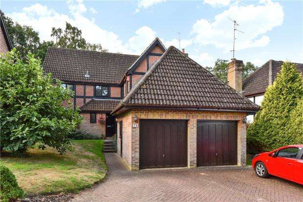 5 Bedrooms House for sale in Throgmorton Road, Yateley, Hampshire