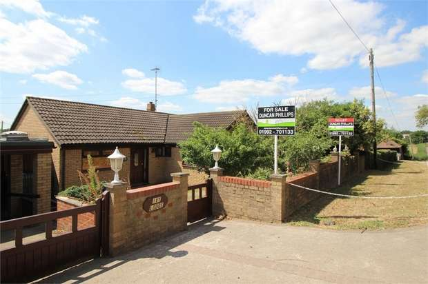 3 Bedrooms Detached Bungalow for sale in Ivy Lodge, Claverhambury Road, WALTHAM ABBEY, Essex
