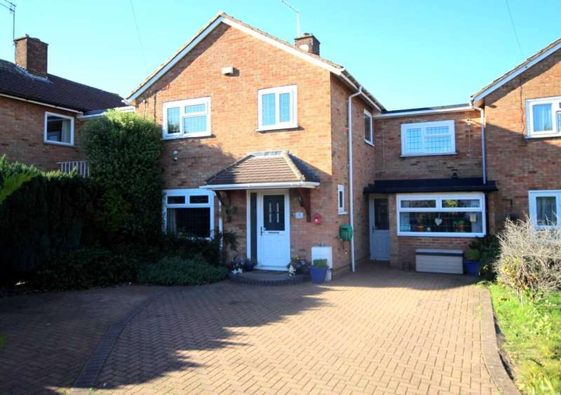5 Bedrooms Link Detached House for sale in SURPRISINGLY SPACIOUS 5 BED WITH POTENTIAL ANNEXE IN HP1.