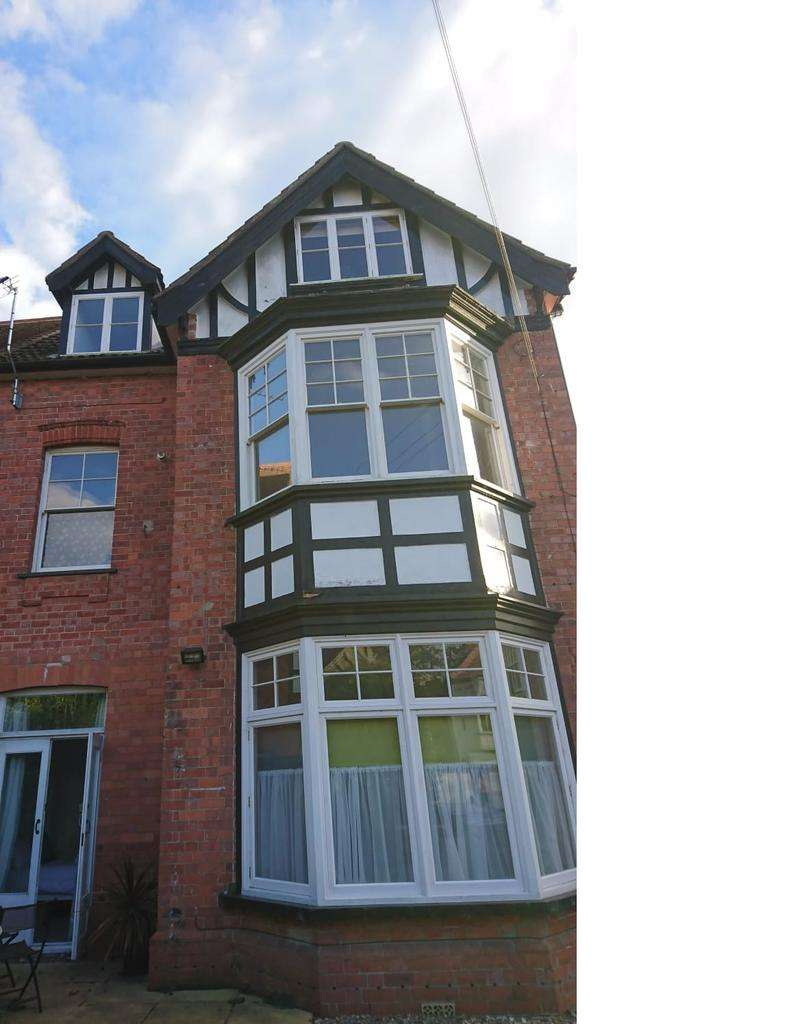 2 Bedrooms Flat for sale in The Broadway, Lincolinshire, Lincolinshire LN10