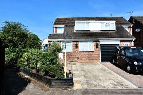 4 Bedrooms Semi Detached House for sale in Buryholme, Broxbourne