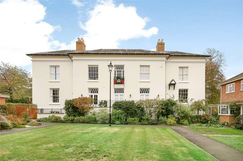2 Bedrooms Flat for sale in Rivermead House, The Meads, Romsey, Hampshire, SO51