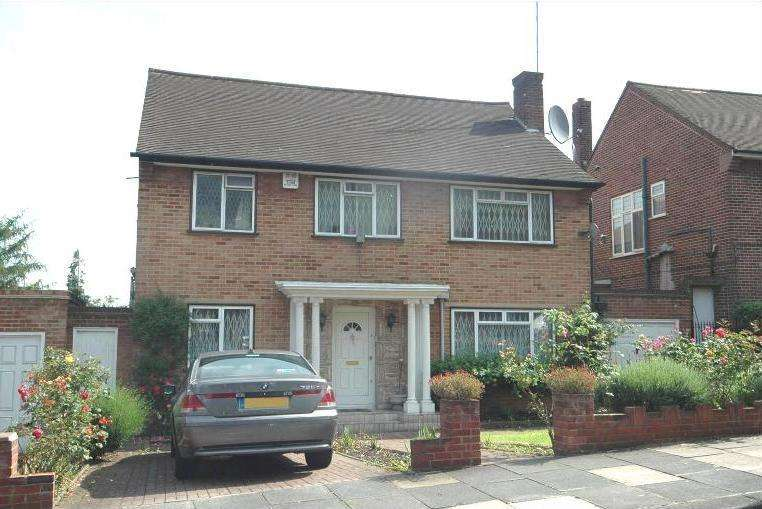 4 Bedrooms Detached House for sale in Chatsworth Road, Haymills Estate, Ealing, London