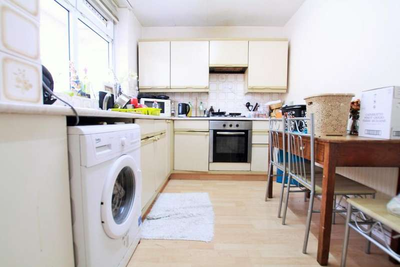 3 Bedrooms Flat for sale in Frimley Way, London E1