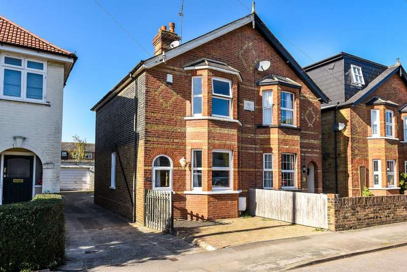 3 Bedrooms House for sale in Old Windsor, Berkshire, SL4