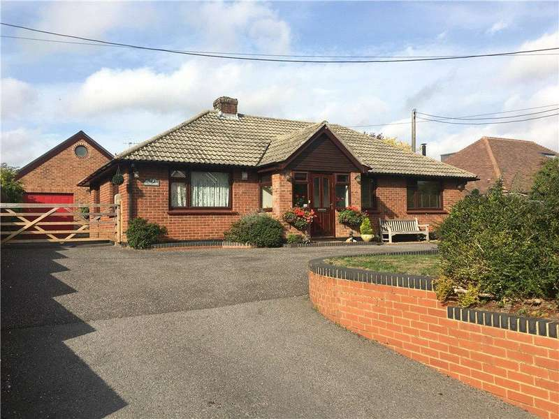 4 Bedrooms Bungalow for sale in Winchester Street, Overton, Basingstoke, Hampshire, RG25