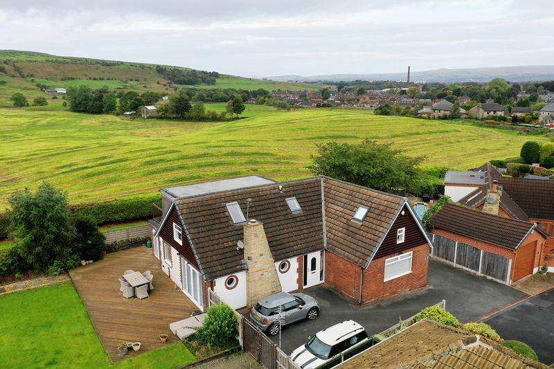 4 Bedrooms Detached House for sale in WHITFIELD CRESCENT, Newhey, Rochdale OL16 4NA