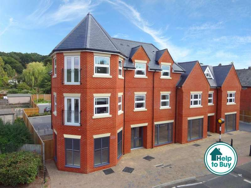 3 Bedrooms Penthouse Flat for sale in High Street, Crowthorne, Berkshire, RG45