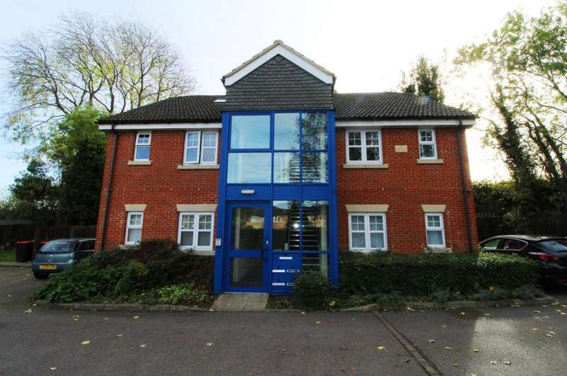 2 Bedrooms Flat for sale in Mandrell Close, Dunstable