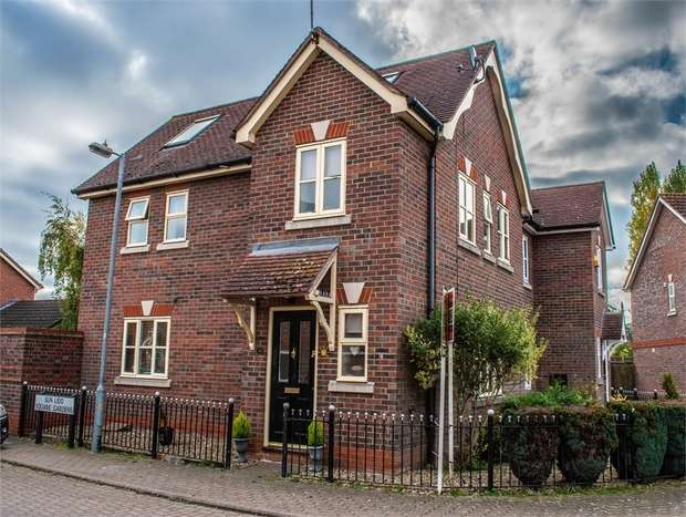 4 Bedrooms Semi Detached House for sale in Braintree, Essex
