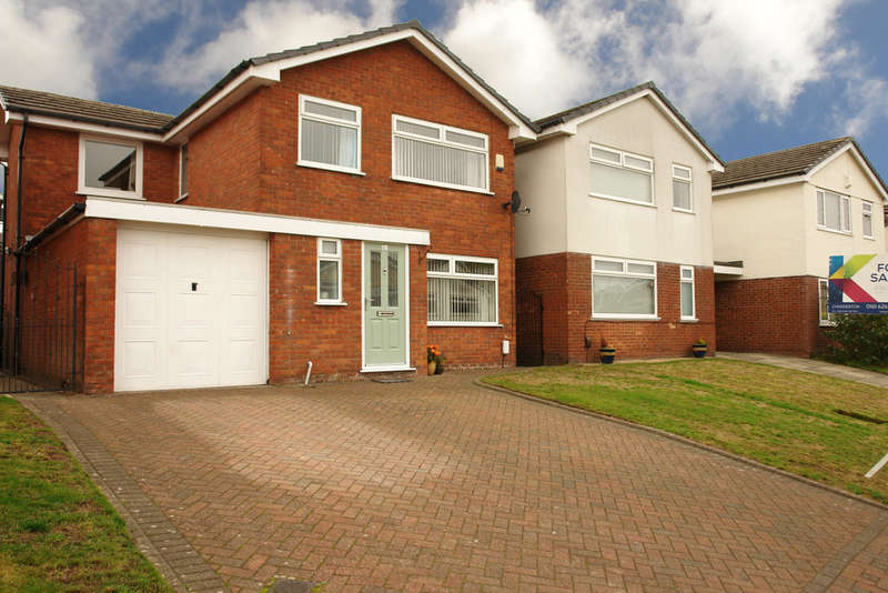 4 Bedrooms Detached House for sale in Amberwood, Chadderton, Oldham