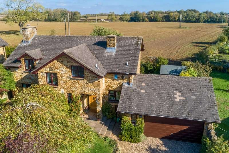 4 Bedrooms Detached House for sale in Yew Tree Rise, Croughton, Brackley