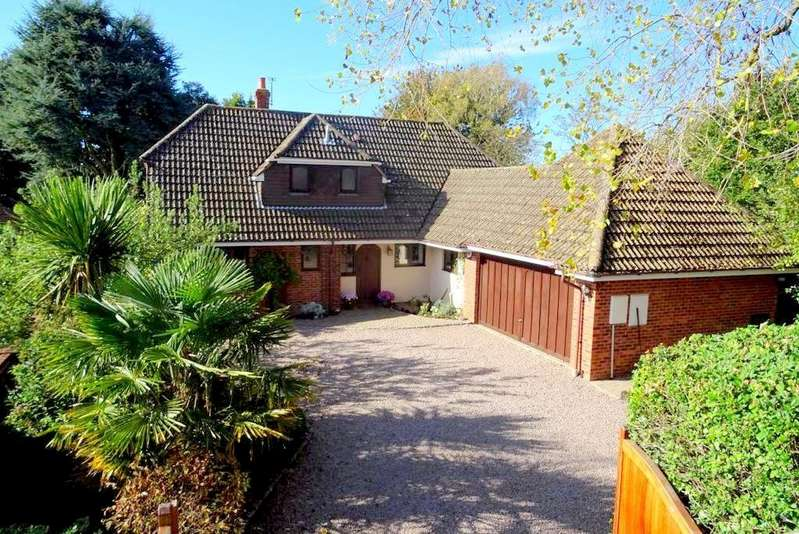 4 Bedrooms Detached House for sale in Manuka, West Hill, High Salvington, Worthing BN13 3BZ