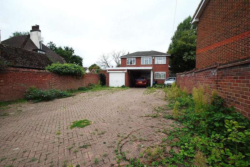 4 Bedrooms Detached House for sale in Mill Road, Aveley, South Ockendon, Essex, RM15