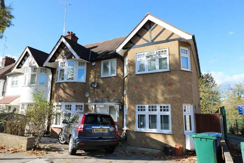 4 Bedrooms Semi Detached House for sale in Lyndhurst Gardens, Finchley