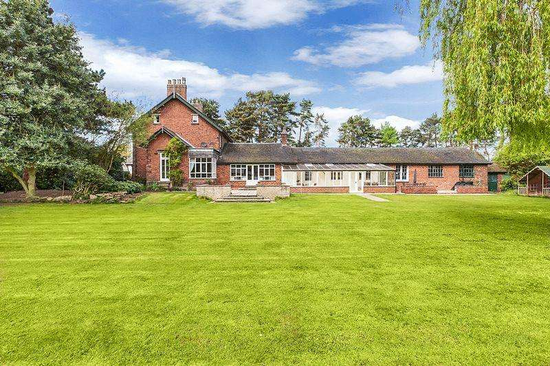 5 Bedrooms Detached House for sale in Black Firs Lane, Congleton