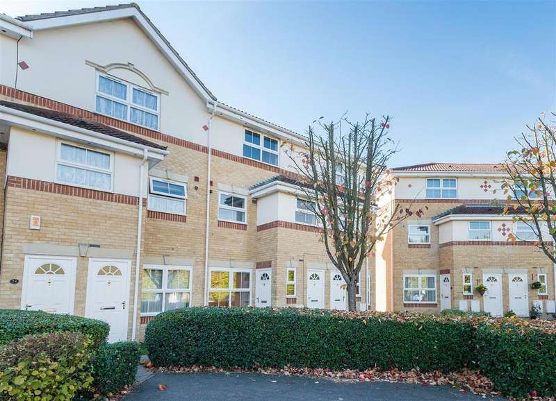 3 Bedrooms Maisonette Flat for sale in Manor Court, Cippenhan