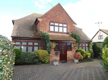 4 Bedrooms Detached House for sale in Holland On Sea, Essex