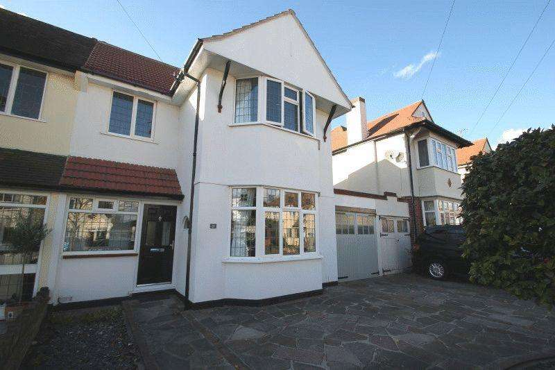 3 Bedrooms Semi Detached House for sale in Thurston Avenue, Southend-On-Sea