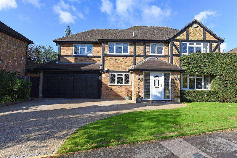5 Bedrooms Detached House for sale in St. Leonard's Avenue, Chineham