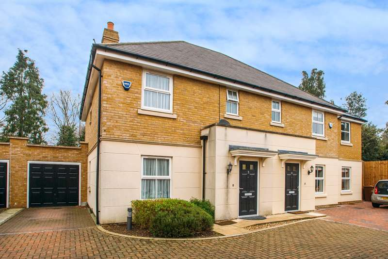 3 Bedrooms Semi Detached House for sale in Hedges Way, Croxley Green, Hertfordshire
