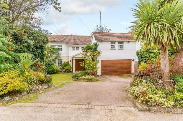 4 Bedrooms Detached House for sale in Adelaide Close, Stanmore, Greater London