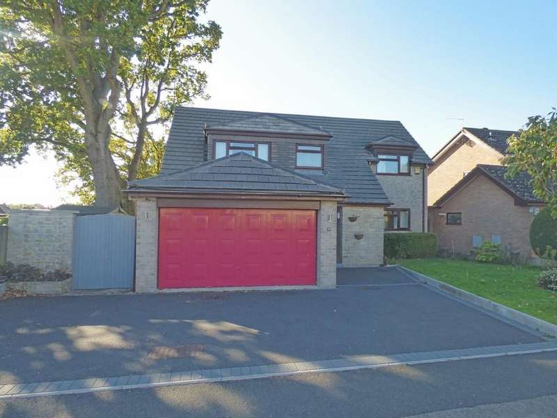 4 Bedrooms Detached House for sale in Barn Road, Broadstone