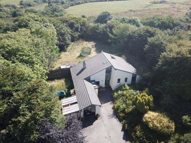 5 Bedrooms Detached House for sale in Slaughterbridge, Camelford