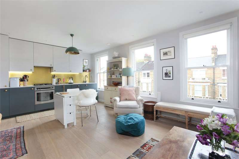 2 Bedrooms Flat for sale in Orlando Road, London, SW4