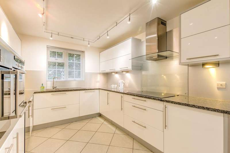 3 Bedrooms Semi Detached House for sale in The Glebe, Lewknor, Watlington, Oxfordshire, OX49