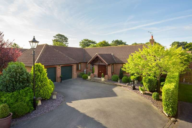 3 Bedrooms Detached Bungalow for sale in Farriers Chase, Strensall, York, YO32