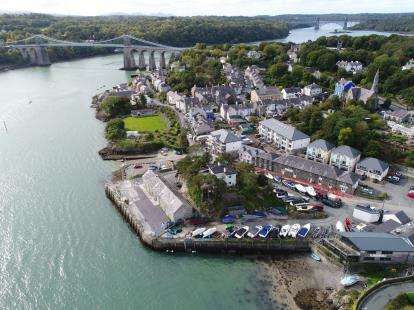 2 Bedrooms Maisonette Flat for sale in Menai Quays, Menai Bridge, Anglesey, North Wales, LL59