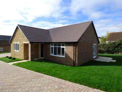 2 Bedrooms Bungalow for sale in Martock, Somerset, Uk