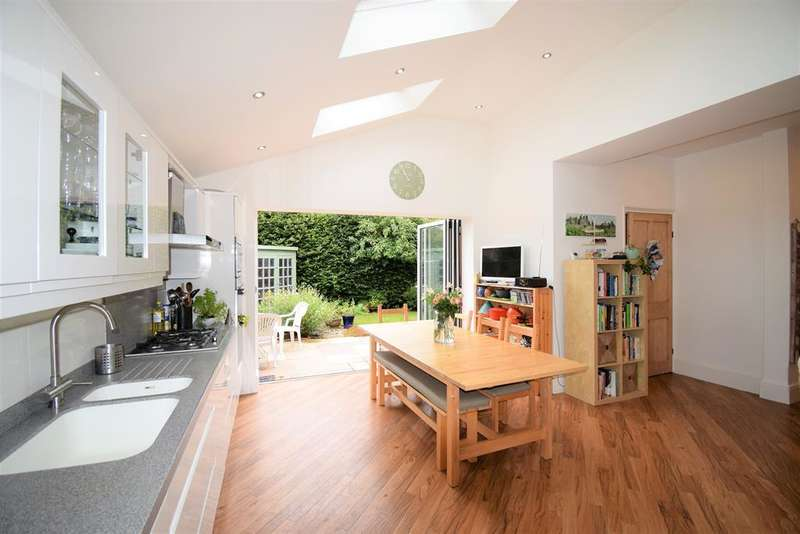 5 Bedrooms Semi Detached House for sale in Upleatham Street, Saltburn-by-the-Sea, TS12 1LR