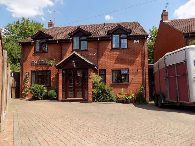 4 Bedrooms Detached House for sale in KINGSWINFORD, Kingswinford, West Midlands, DY6