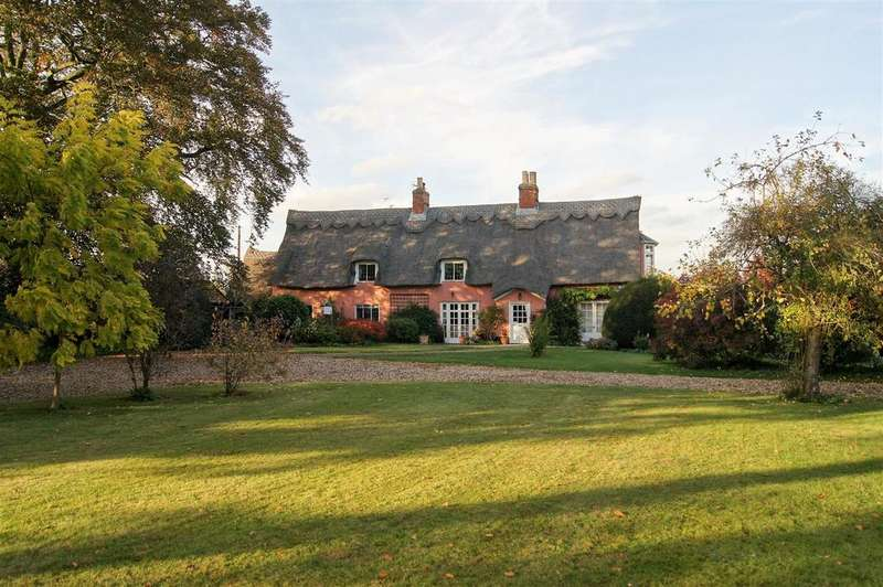 5 Bedrooms Detached House for sale in Masons Lane, Woolpit, Bury St. Edmunds