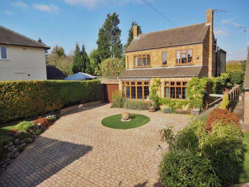 4 Bedrooms Detached House for sale in Buckingham Road, Bletchley