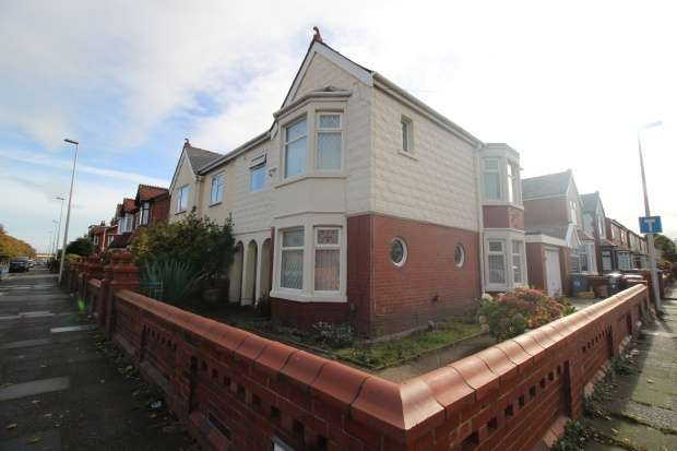 4 Bedrooms Semi Detached House for sale in Watson Road, Blackpool, Lancashire, FY4 2DD