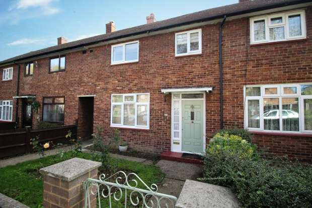 3 Bedrooms Semi Detached House for sale in Anstridge Road, London, Greater London, SE9 2LJ