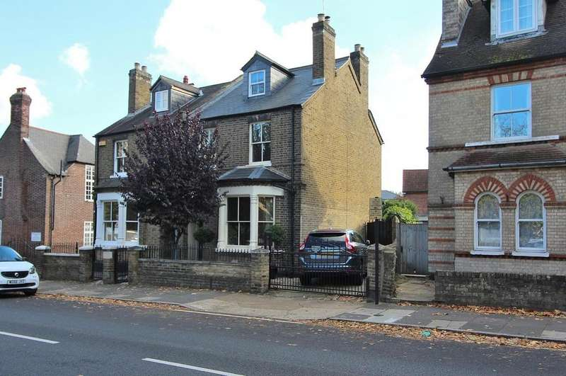4 Bedrooms Semi Detached House for sale in New London Road, Chelmsford, Essex, CM2