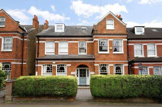 3 Bedrooms Flat for sale in Elmbourne Road, London SW17