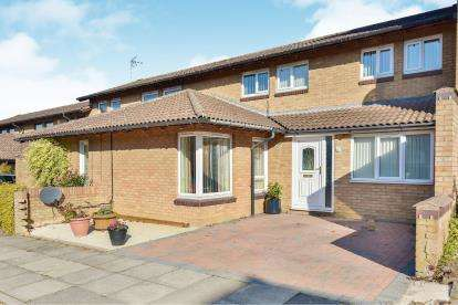 4 Bedrooms Terraced House for sale in Kirkstall Place, Oldbrook, Milton Keynes, Bucks