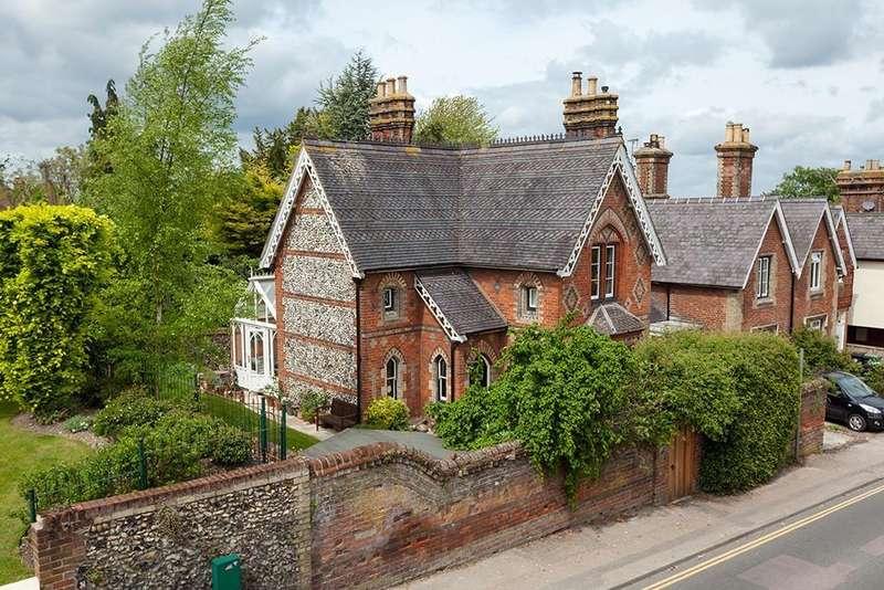 4 Bedrooms Detached House for sale in Debden Road, Saffron Walden
