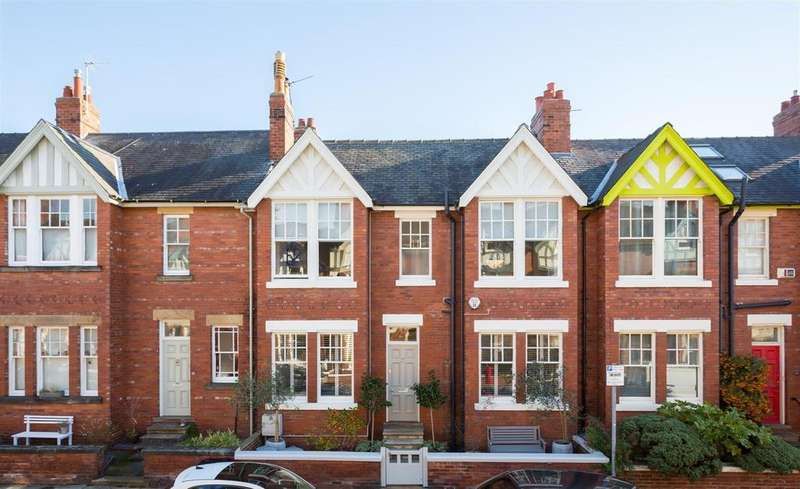 4 Bedrooms Terraced House for sale in Scarcroft Hill, York, YO24 1DF