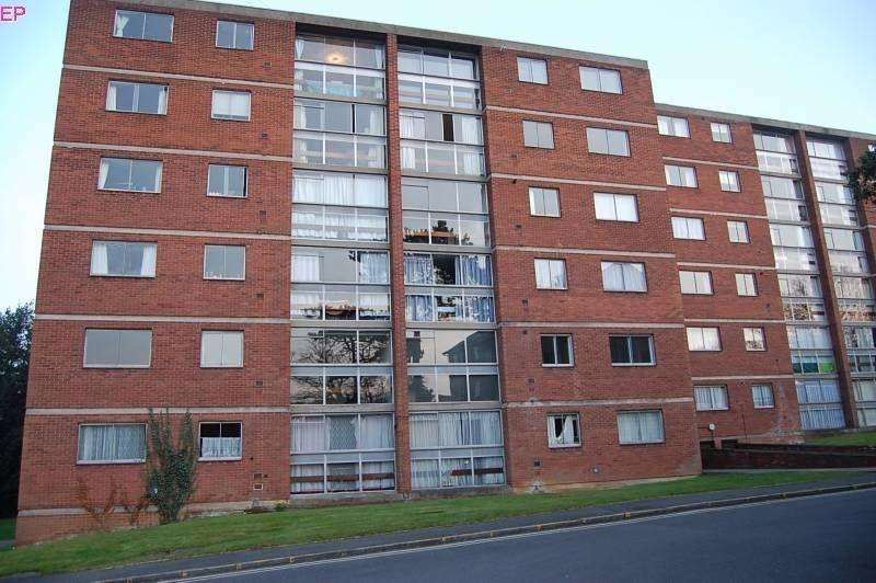 2 Bedrooms Flat for sale in Lyndwood Court, Stoughton Road, Leicester