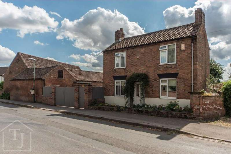 3 Bedrooms Detached House for sale in Main Street, Epperstone, Nottingham