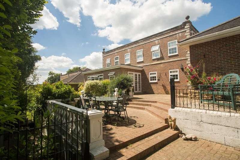 4 Bedrooms Detached House for sale in Regent Place, Heathfield, East Sussex, TN21 8TJ