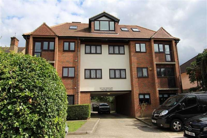 1 Bedroom Flat for sale in Park Court, North Chingford, London